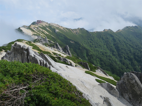 山荘から尾根