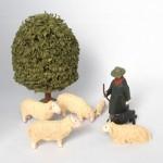 大きな木と羊飼い8点 おがくず付き