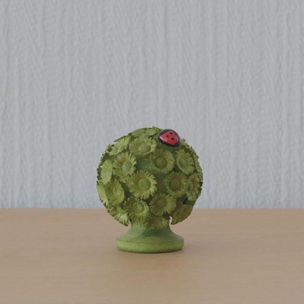 フラーデ・ 丸い花の木とてんとう虫