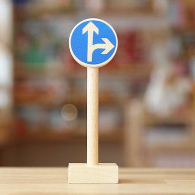 ベック社の道路標識 右折と直進