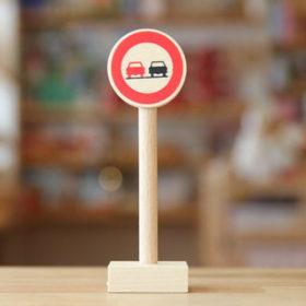 ベック社の道路標識 追い越し禁止